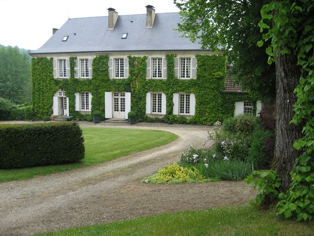 Le Bourdil Blanc - a beautiful manor house